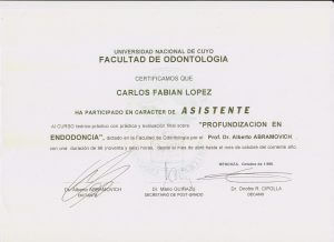 Título doctor Fabián López de endodoncia.