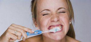 Cepillado dental fuerte